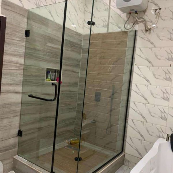 38 SHOWER CUBICLES AND FRAMELESS DOORSfitglass project