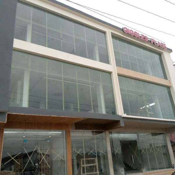 PLAZA SHOP FRONT PARTITION FOR GIGGLE ALONG ADDO ROAD, OKE IRA NLA,AJA FITGLASS 1